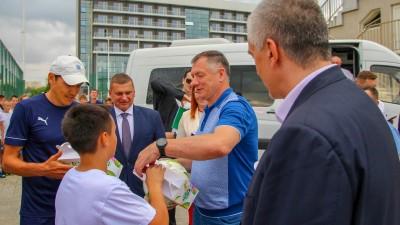 Заместитель Председателя Правительства России Марат Хуснуллин иГлава Республики Крым Сергей Аксёнов посетили Академию футбола Крыма
